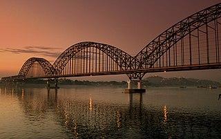 Die Irrawaddy Bridge bei Yadanabon