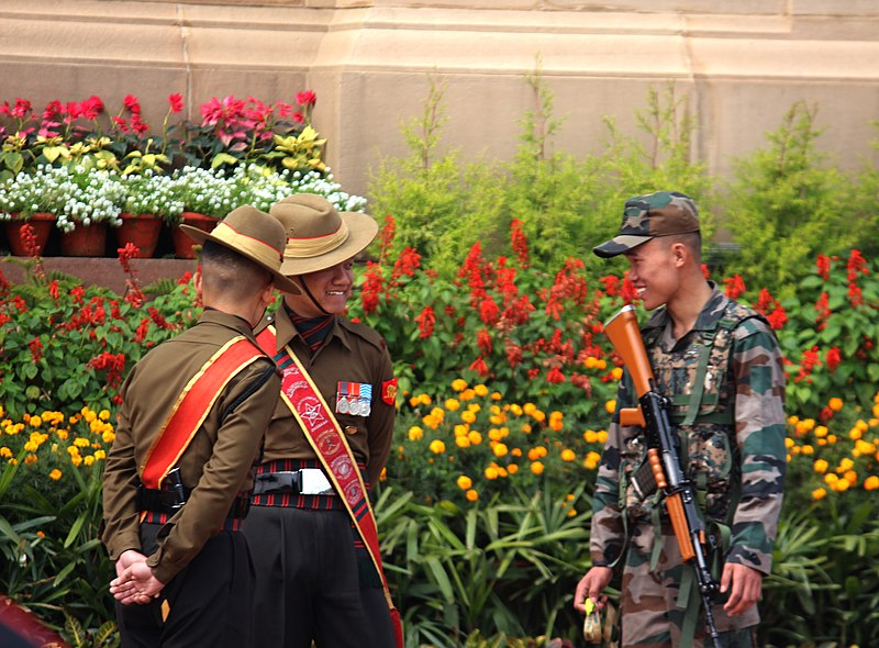 File:Indian Army soldiers at India Gate.jpg