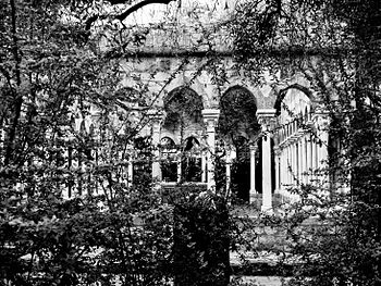 Italy Genova Casa di Colombo Chiostro 04.jpg