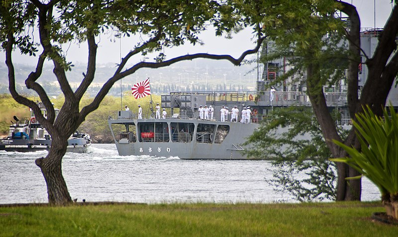 File:JS Asagiri enters Joint Base Pearl Harbor-Hickam, -10 Oct. 2011 b.jpg