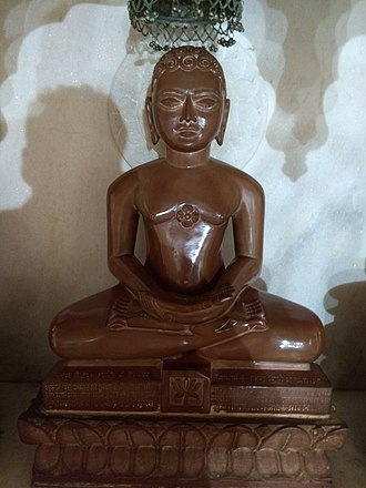 Padmaprabha - Padmaprabha statue at Anwa