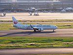 Japan Airlines JA318J Boeing 737-846 Happy Journey Express.jpg