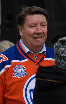 Photo de Jari Kurri sous le chandail orange des Oilers.
