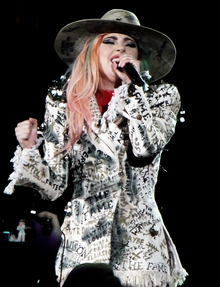 Joanne World Tour (37331557385).png