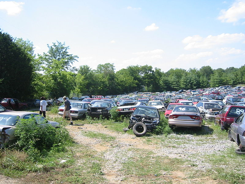 File:Junkyard in Nashville.jpg