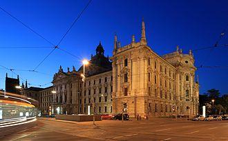 Justizpalast (Munich) - At dusk
