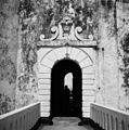 Kasteel St. George, binnenpoort met Nederlandse Leeuw - 20651793 - RCE.jpg