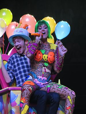 """Birthday (Katy Perry song) - Perry performing """"Birthday"""" in Glasgow"""