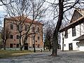 Kežmarok - Lýceum a drevený kostol.jpg