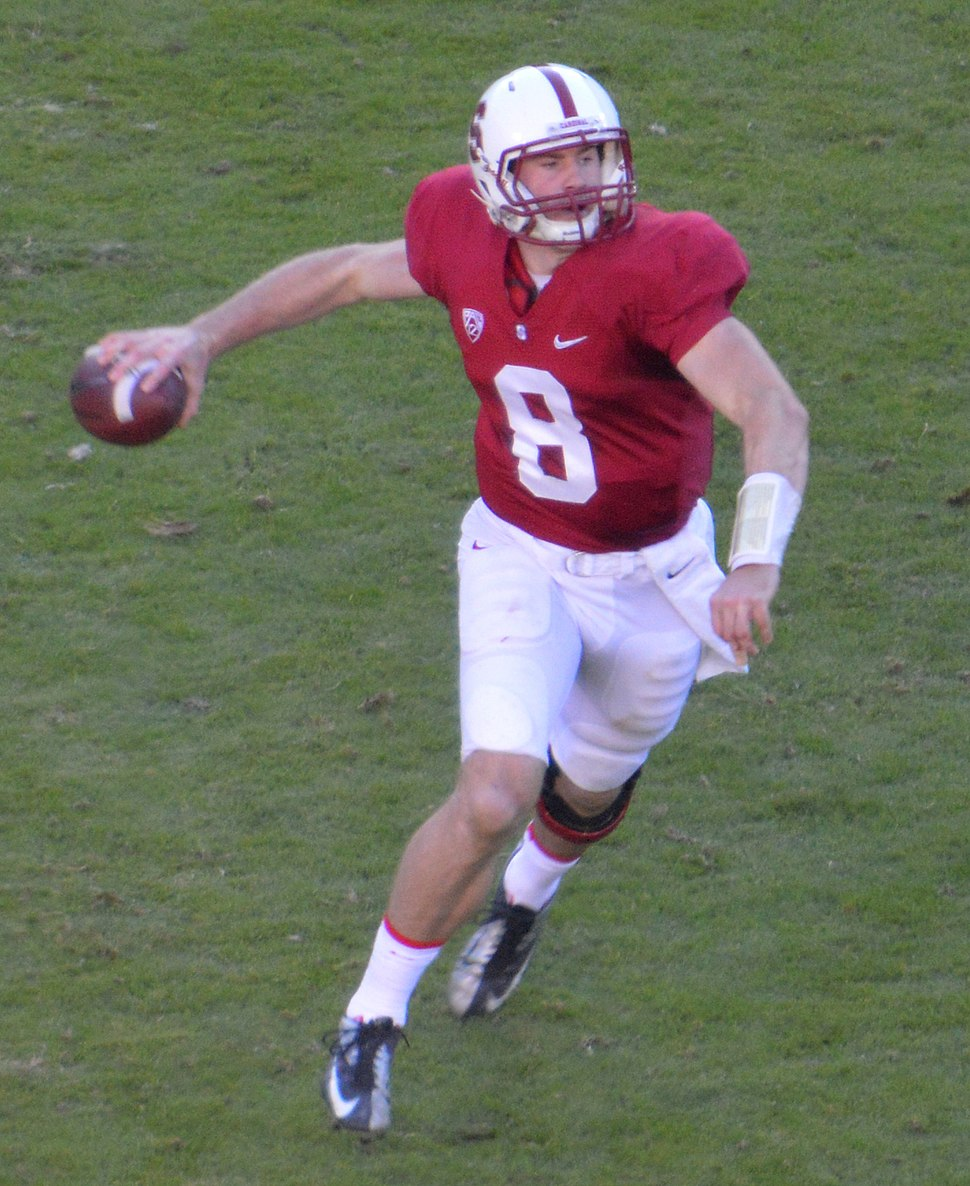 Kevin Hogan passing 2013 (cropped)