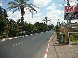 """הרחוב הראשי, רחוב עין חי (כביש 402), בכפר מל""""ל"""