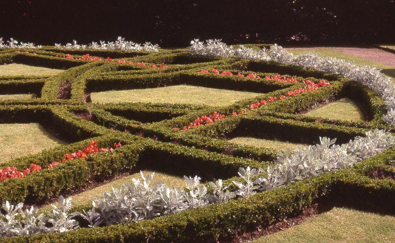 Ficheiro:Knot garden St Fagans.jpg