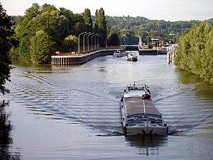 Canal latéral à l'Oise - Image: L'Isle Adam Oise Ecluse 01