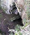 L'ingresso della grotta del Mitreo dall'alto.jpg