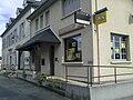 La poste de Morlaàs avec l'office de tourisme à gauche.jpg