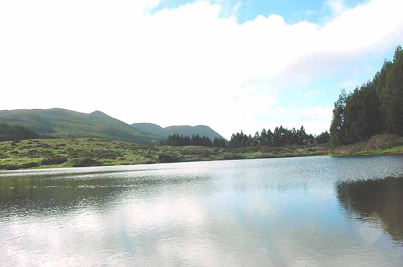 Ficheiro:Lagoa do Negro, Angra do Heroísmo, interior da ilha Terceira, Açores, Portugal1.jpg