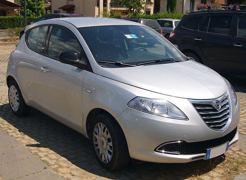 File lancia ypsilon grigio argento front quarter jpg wikipedia - Lancia y diva 2011 ...
