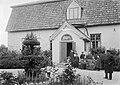 Lapilan kartanon omistajan, insinööri Gustaf Filip von Schantzin perhe kartanon pihalla, 1904.jpg