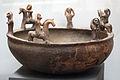Lebes con figurine di cavalieri e piangenti, 610-590 ac. ca, da pitigliano, valle rodeta 02.JPG