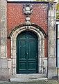 Lille, portail maison 32 rue Vantroyen (Fiche Mérimée PA59000177).jpg
