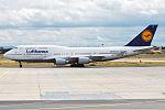 Lufthansa, D-ABVO, Boeing 747-430 (16271108827) (2).jpg