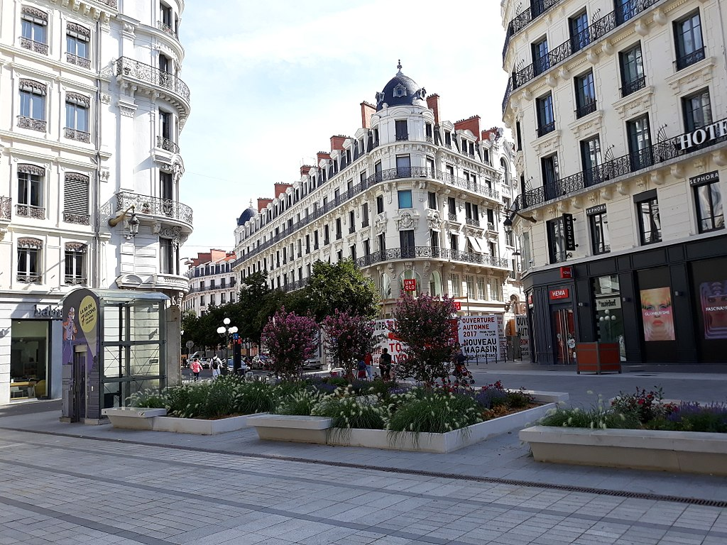 dating lyon france So, im there to meet people and why not make friends im actually student at university in lyon, france so yes i'm french i like drawing, painting, playing piano, discovering new culture and.