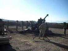 Datei:M777 in action in Afghanistan.ogv