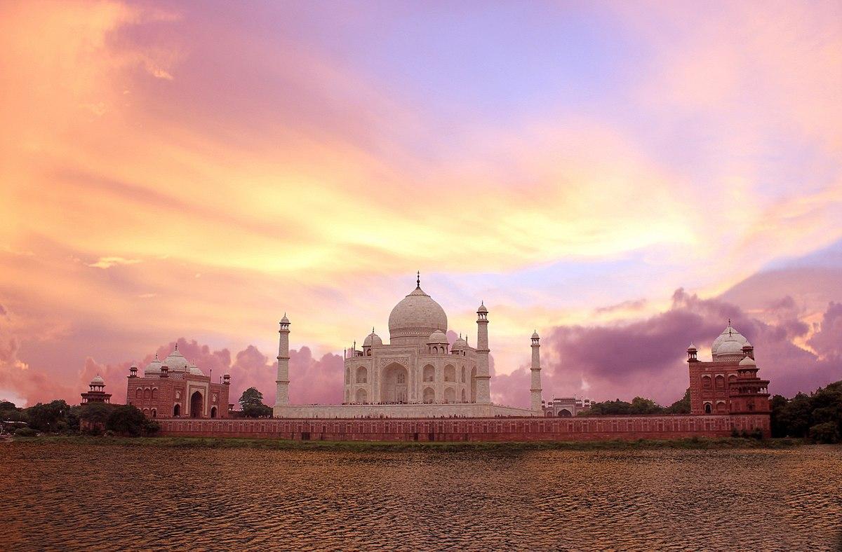 https://upload.wikimedia.org/wikipedia/commons/thumb/e/e6/Magnificient_Taj_Mahal%2C_Incredible_India%21.jpg/1200px-Magnificient_Taj_Mahal%2C_Incredible_India%21.jpg