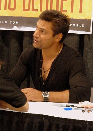 Manu Bennett - Bennett at Wizard World comic con in 2013