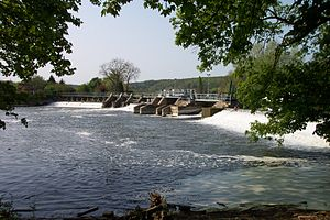 Locks and weirs on the River Thames - The weir at Mapledurham Lock