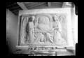 Maquette en plâtre de deux reliefs de bronze du sarcophage de Hugo et Pauline Hohenlohe-Öhringen photographiée par Lucien Blumer.png