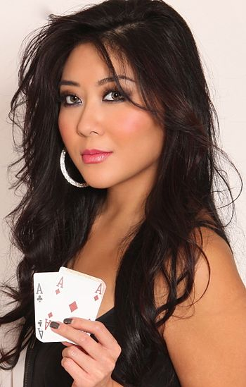 English: Professional poker player Maria Ho