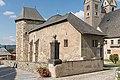 Maria Saal Kollegiatstift Kanonikerstöckl mit polygonal vortretendem Turmbau SO-Ansicht 21092016 4477.jpg