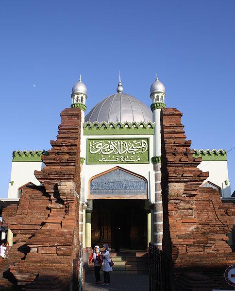 Berkas:Masjid Menara Kudus Tampak Depan.jpg