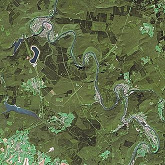 Meuse - The Meuse seen from SPOT satellite. The village in the lower right of the photo is Bogny-sur-Meuse; the village in the upper left is Revin