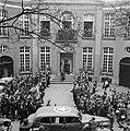 Middelburg. Koningin Wilhelmina verlaat het Provinciaal Gerechtshof of Van Perre, Bestanddeelnr 900-4087.jpg