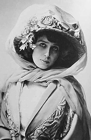 Vélodrome d'hiver - Singer and actress, Mistinguett