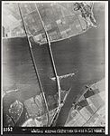 Moerdijkbruggen voor het springen door de Duitsers.jpg