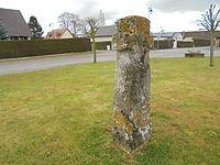 Monolithe de la croix roger Heudebouvile.JPG