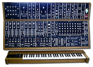 Modular synthesizer synthesizer composed of separate modules