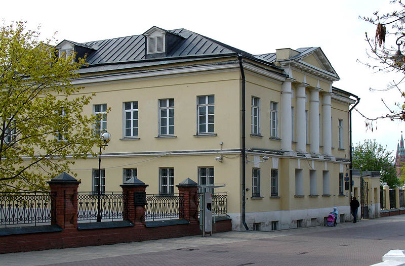 http://upload.wikimedia.org/wikipedia/commons/thumb/e/e6/Moscow%2C_Lavrushinsky_4C1.jpg/800px-Moscow%2C_Lavrushinsky_4C1.jpg