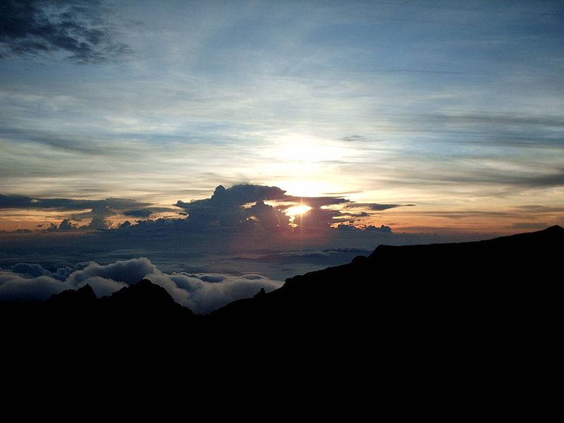 File:Mount Kinabalu Clouds 3.jpg