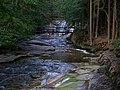 Mumlavský vodopád s lávkou zdola.jpg