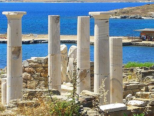 Blick auf Tempelruinen in Delos (UNESCO-Welterbe in Griechenland). Greece