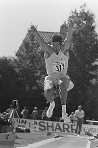 NK atletiek verspringer Frans Maas (no. 377), Bestanddeelnr 934-0317.jpg