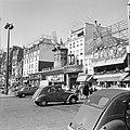 Nachtclub Le Moulin Rouge aan de Boulevard de Clichy, Bestanddeelnr 254-0579.jpg