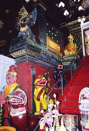 Nakhon Si Thammarat National Museum - Like nearby Wat Phra Mahathat temple the museum houses a number of animated Buddhas