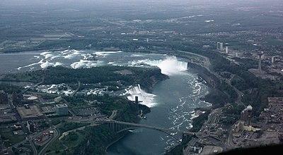 Vista aérea de las Cataratas del Niágara, que separan EE.UU. y Ontario (Canadá)