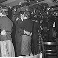 Nozems en modernisten vieren op hun manier Kerstmis in de Montevideo, Bestanddeelnr 911-9098.jpg