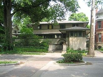 Frank Thomas House - Image: Oak Park Il Thomas House 4